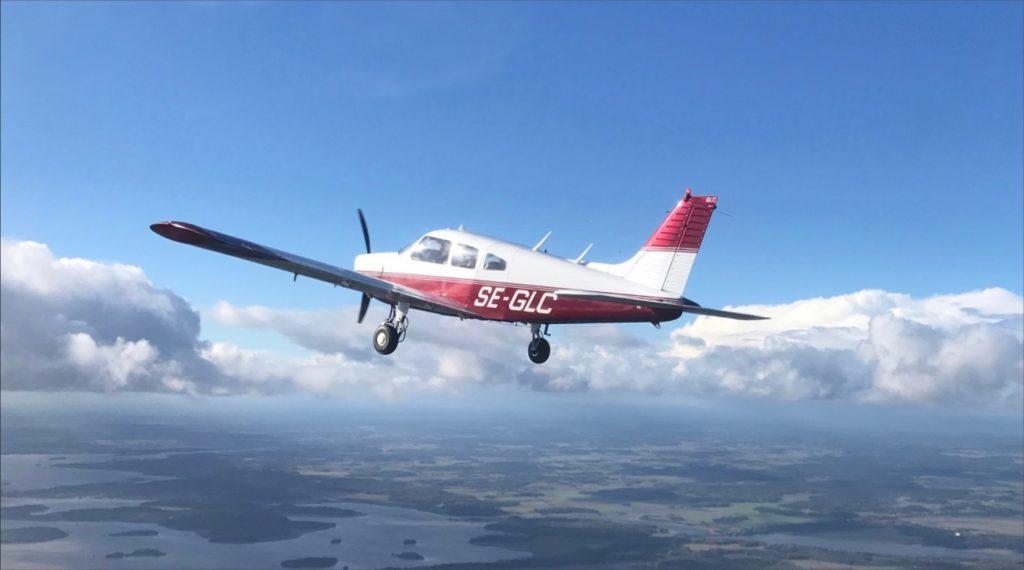 Upplev friheten och lär dig flyga hos Hässlö Flygförenings flyskola